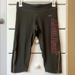 Nike Dri-Fit Women's Capri Leggings - XS